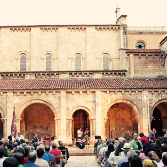 Claustro del Monasterio de San Isidoro de Leon-Mundi Ensemble ( Austin, TX) June 2013